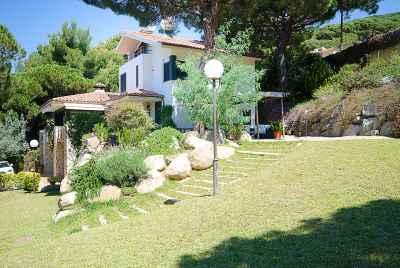 Дом на побережье Испании рядом с Барселоной с большим участком